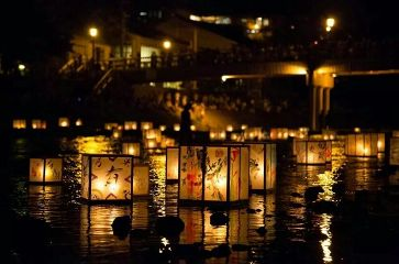 lights lanterns japan water night