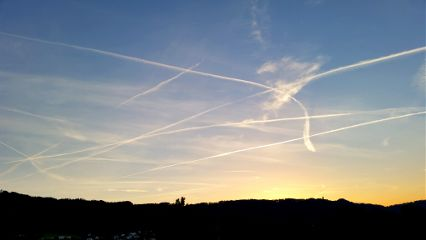 sky trails stripes chemtrails contrails