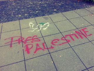 free palestine pidgeon grafitti